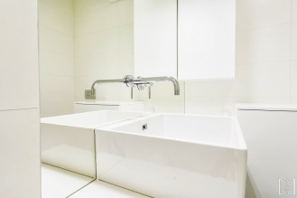 maKa architekci white bathroom